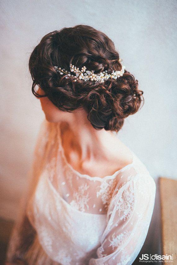 Свадебные прически с украшениями в волосах