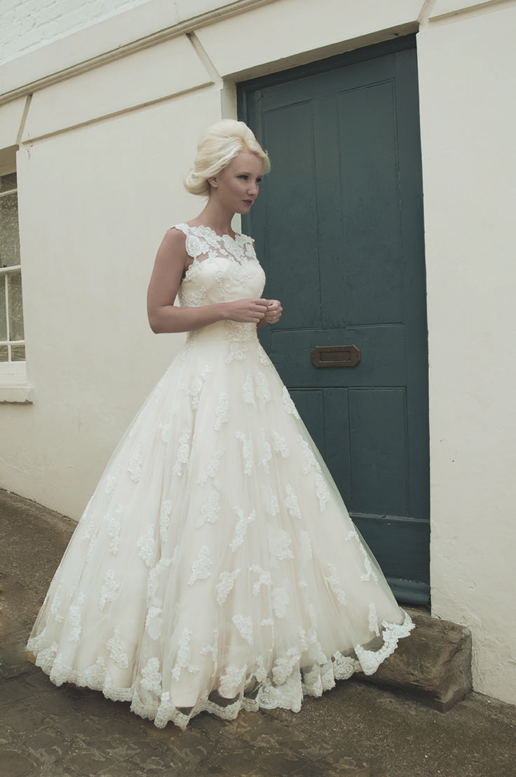 Ball gown wedding dresses pretty i love the bust and up for I love wedding dresses