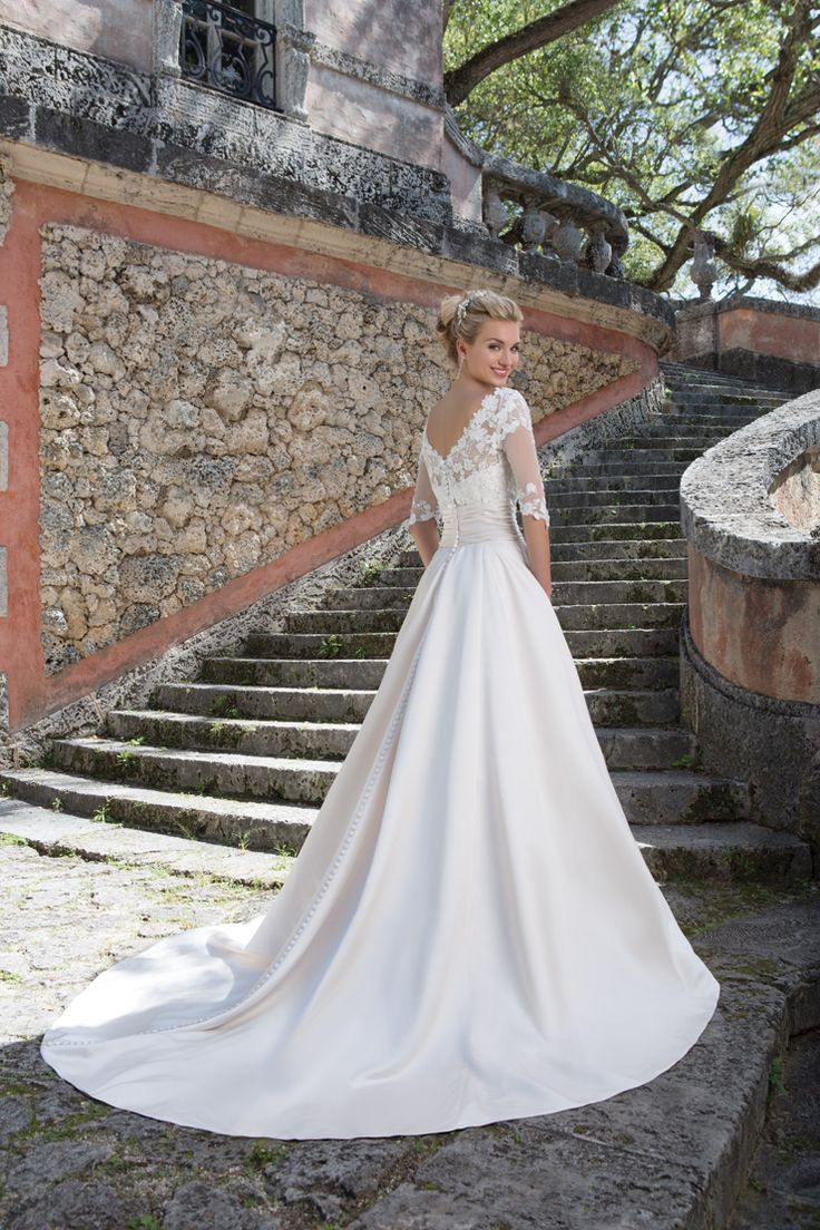 Ball gown wedding dresses the grace kelly inspired ball for Grace kelly inspired wedding dress