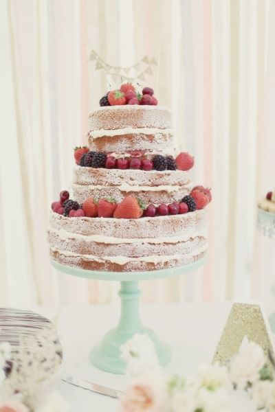 wedding cake style me pretty wedding cakes cake with powdered sugar and berries 25800