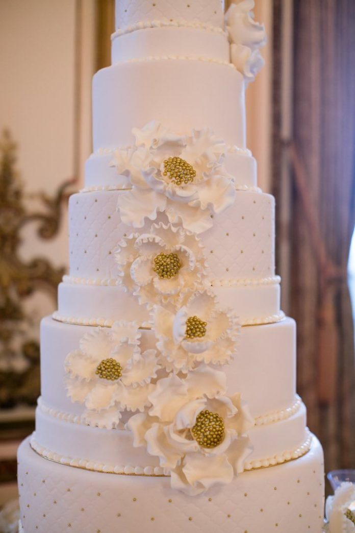 wedding cake planner wedding cakes featured photographer arrowood 8712